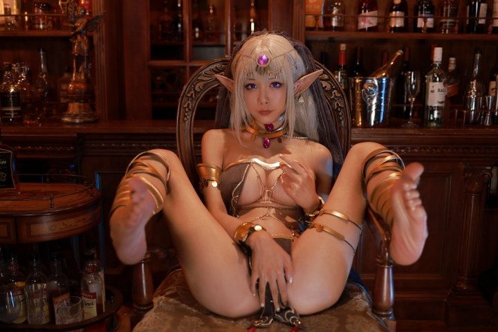 Black Beast The noble saint is dyed white Cosplay Swimsuit Gravure046
