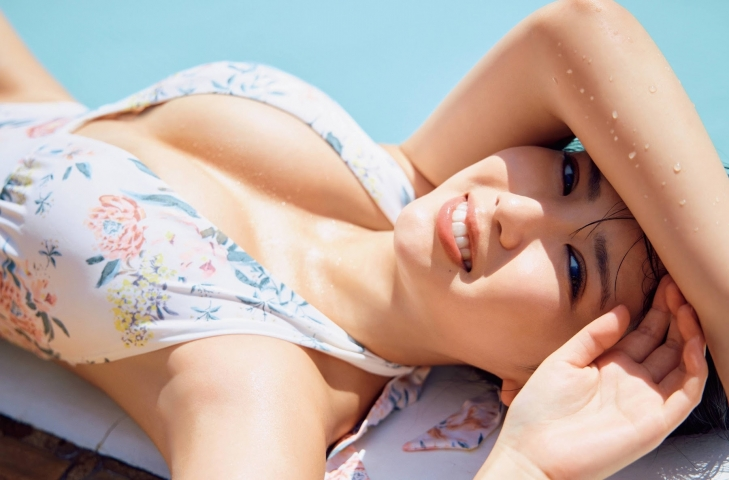 Aika Sawaguchi the gravure queen of Japan has become a little more mature and is now ready to take on the world005