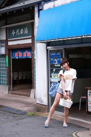 Aoi Hinata in a bathing suit bikini at a public bath001
