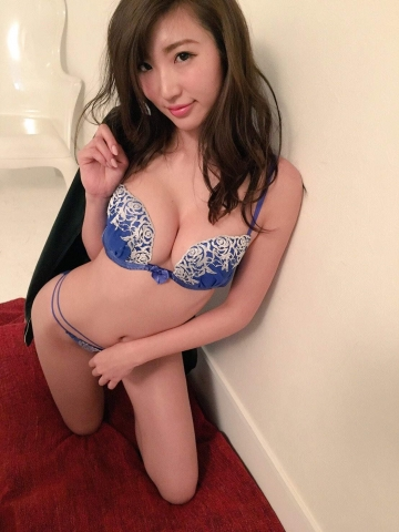 Eimi Matsushima tall and with an Fcup body is known as the Miracle God Body008