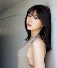 Nami Iwasaki showing off her bold BODY006