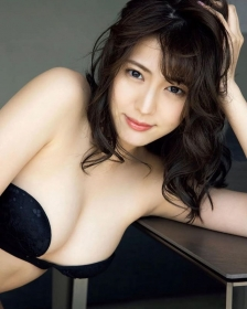 Nami Iwasaki showing off her bold BODY007