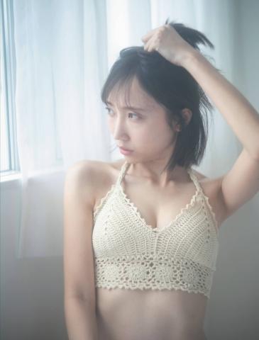 Kaede Yabushita shows off her first and last pure bikini just before her graduation from STU48004