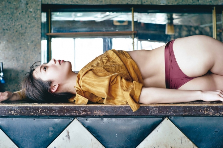Airi Satos first photo book is now on sale005