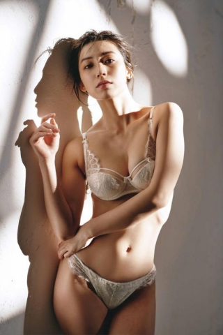 Airi Satos first photo book is now on sale009