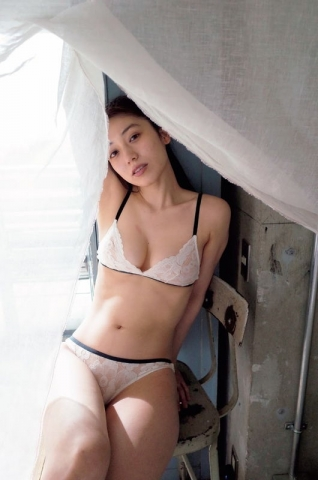 Airi Satos first photo book is now on sale014