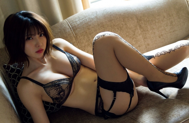 Enako at her most fabulous and sexy014