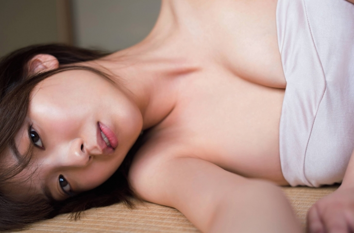 Misao Kudo at a guest house by the sea010