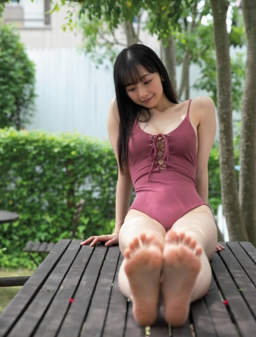 Asuka Hanamura only wears onepiece swimsuits because they look the best in the world002