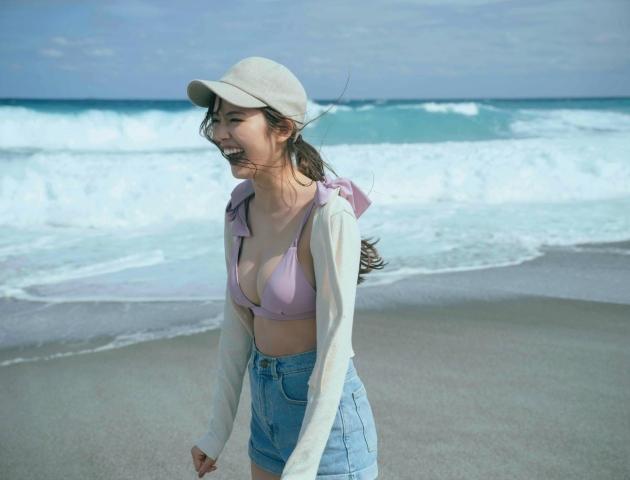 Yuka Suzuki in a fresh swimsuit003