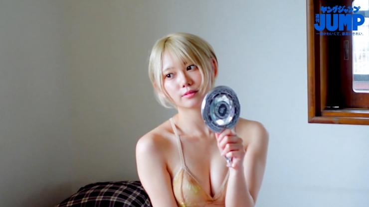 Kokoro Shinozaki is very active in both the world of swimsuit gravure and cosplay068