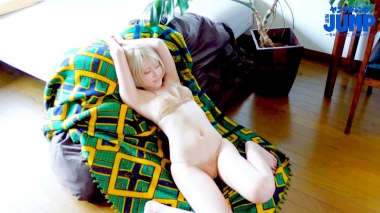 Kokoro Shinozaki is very active in both the world of swimsuit gravure and cosplay080