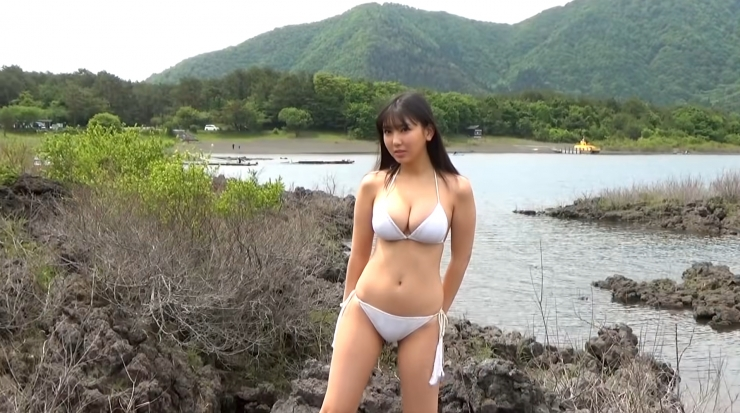 Aika Sawaguchi here she comes the gravure queen of Wa010
