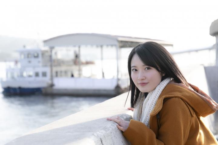 Chisaki Morito White Swimsuit Bikini Girl Waiting for Boat Morning Musume001