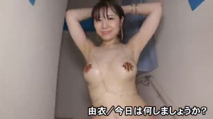 Yui Gcup with bare bottom012