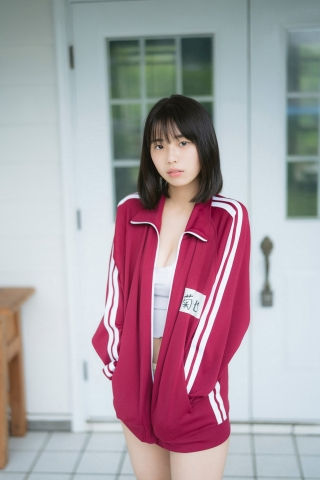 Himena Kikuchi is 16 years old and currently in the midst of high school life010