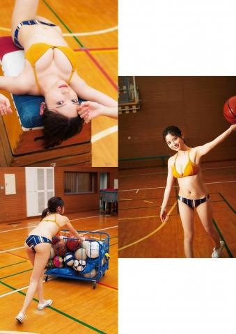 Nashiko Momotsukis overwhelmingly cute supreme bikini005