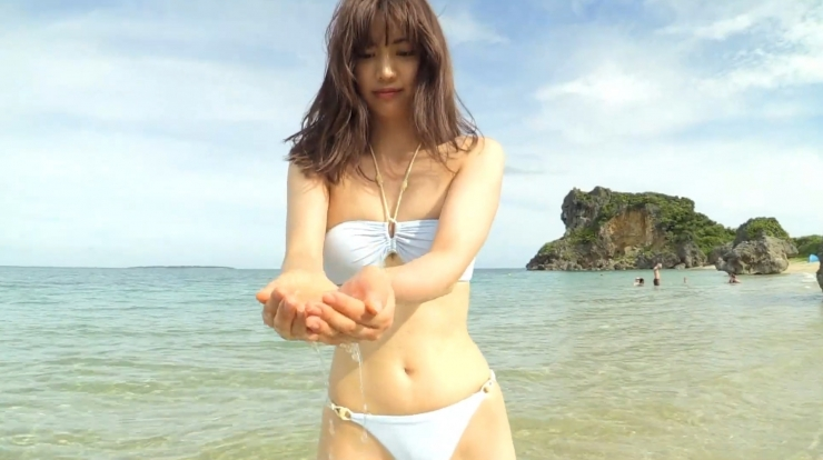 Anri Gendo the white body of a bewitching girl037