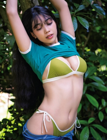 MAYURI 19 years old of Japanese and Brazilian descent002
