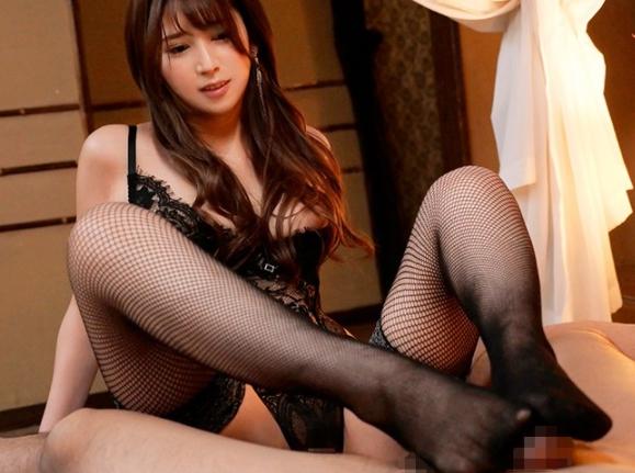 S級美女が網タイツ足コキや風俗プレイでザーメンを搾り取るの脚フェチDVD画像3