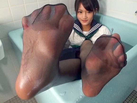黒髪美少女が女子校生の制服とパンストで足コキしたり着衣SEXの脚フェチDVD画像1