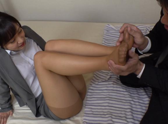 美脚OLの蒸れたパンスト足裏を触って嗅いで足コキしてもらうの脚フェチDVD画像4