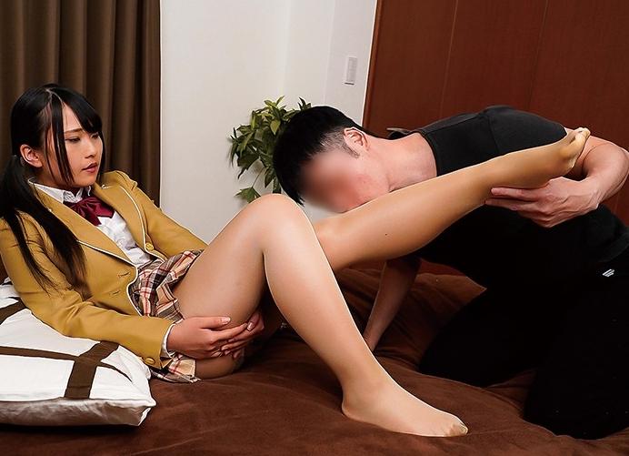 光沢のあるパンストが美しい美脚お姉さんの足コキや着衣SEXの脚フェチDVD画像5