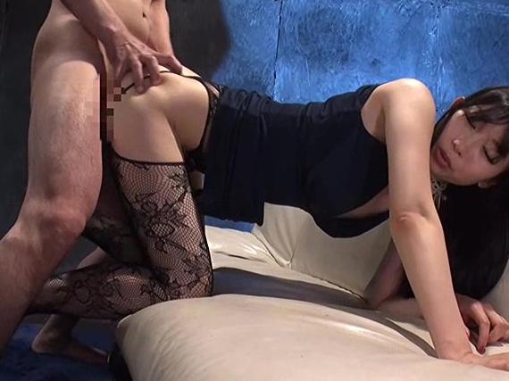 網タイツ美脚がとてもいやらしい美尻奥様の痴女足コキの脚フェチDVD画像3