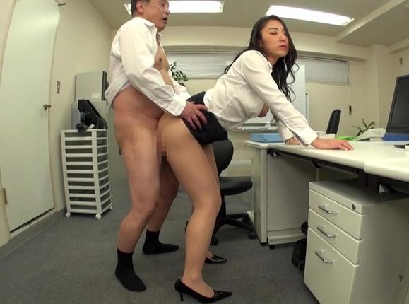 エロいデカ尻痴女OLがムチムチ美脚で卑猥なパンスト足コキの脚フェチDVD画像2