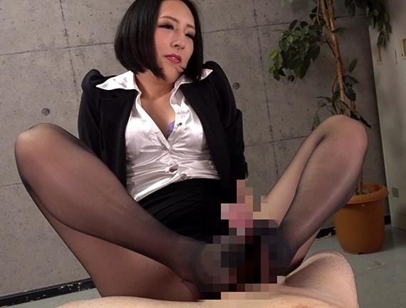 パンスト痴女が足コキ責めで勃起させ破れた穴から着衣SEXの脚フェチDVD画像3