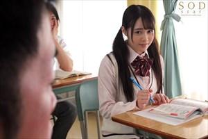 白川ゆず  誰にもバレないように校内でこっそりハメられちゃう押しに弱い制服美少女