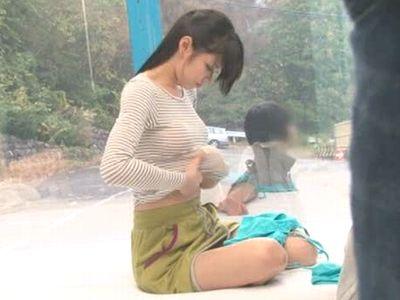 カップル限定企画でナンパした山ガールの彼女にエロエロオイルマッサージ!カレシを待たせ他人棒に膣内射精されるNTRハメ!