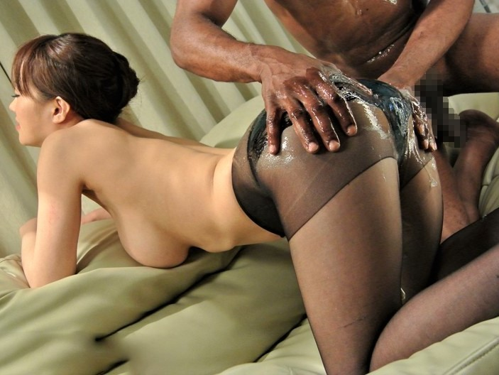 【菅野さゆき】黒人にパンスト尻をオイルまみれにされパイズリで巨根を包むJカップクビレ美熟女