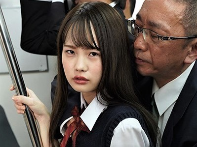 【松本いちか】満員電車で触られて助けを求めて見つめてくる美少女の手マンで膝をガクつかせてイク様子を眺める。