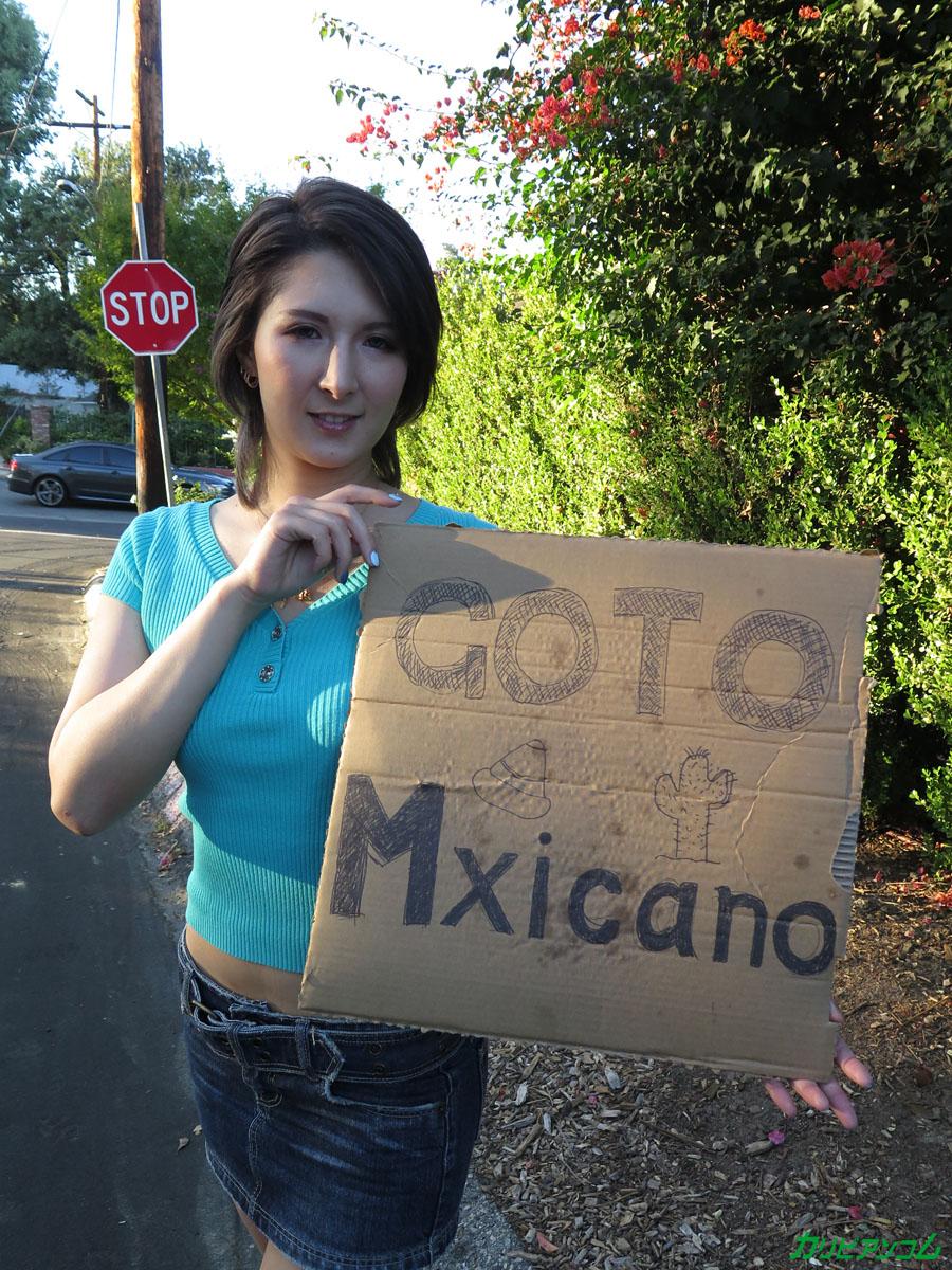 所持金ゼロ!目指せメキシコ!ハーフ美女ヒッチハイク