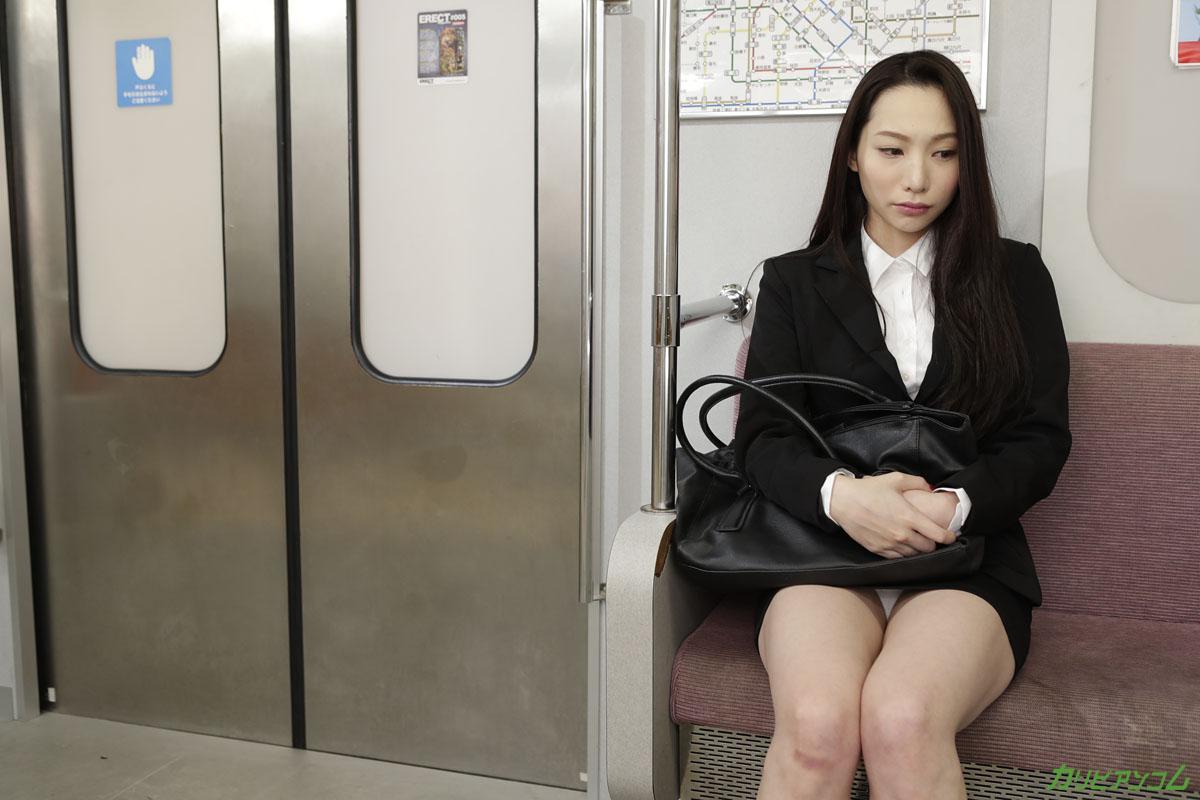 電車 ~待ちの美人OL~