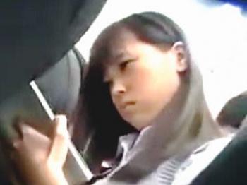 キモイおっさんにガチの痴○されて潮吹かされて手コキさせられた清純派女子校生