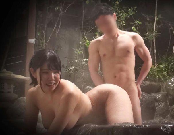 タオル一枚で男湯、!旦那さんには内緒で身体を張る姿は良いですね!