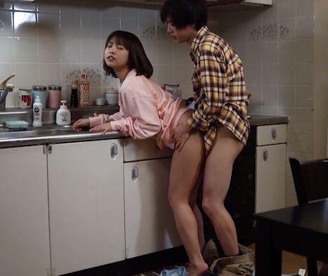 遠距離恋愛中の彼氏と彼女。本能のままに中出しセックスし続ける。戸田真琴