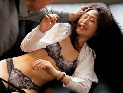 好意を持たれた生徒にキスされビンタ、怒った親に犯される女教師。川上奈々美