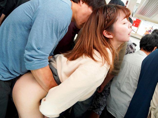 美脚のミニスカ女子校生を狙い撃ち!ねっとりイカせてスカート捲ってバック挿し!