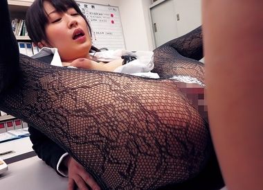 【トコダケ】毎日エロすぎるパンストを履いてくる巨乳OLとずらしハメ着衣SEX【美里有紗】#2