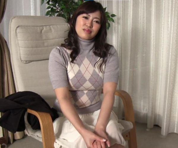 1本のペニスだけでは満足出来ない奥様が北海道から他人棒を求めて上京!ヤリマン女子大生だった頃の血が騒いで股を広げてイキ果てる
