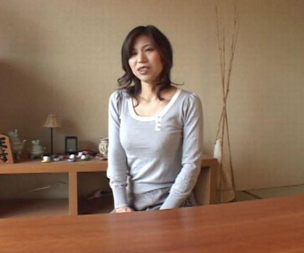 【松浦ユキ】36歳のバツイチママさんはセンズリを見ているだけで喘ぎまくり!