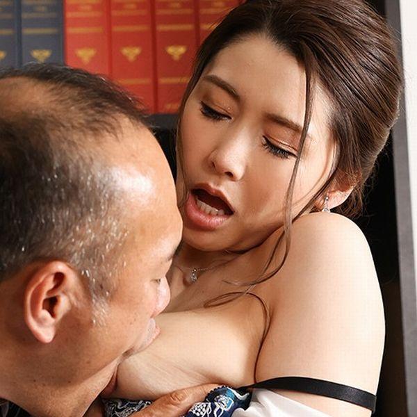 愛弓りょう(あゆみりょう)38歳 美魔女さん、エロ社長に中出しされてしまう。画像24枚の1