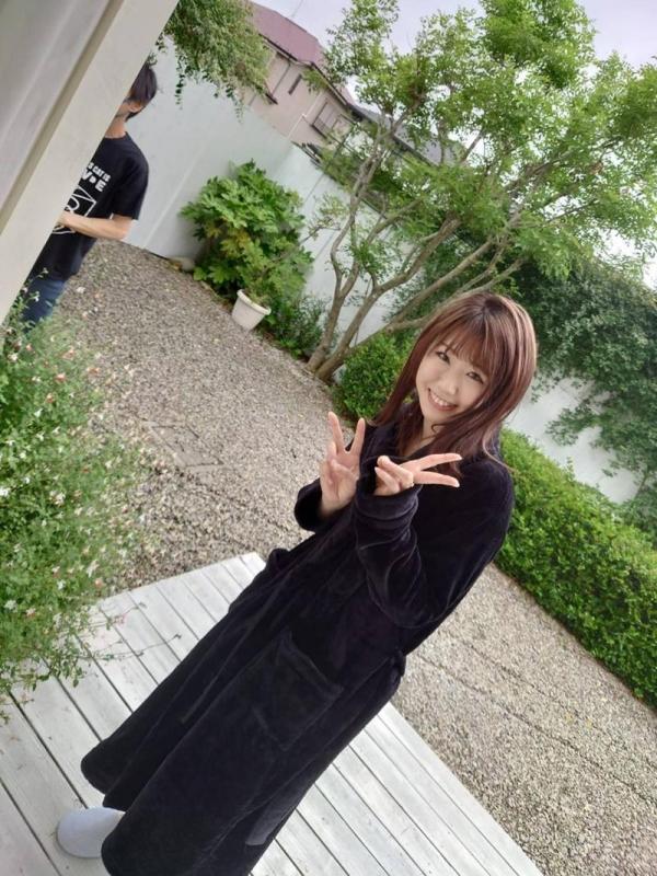 撮影現場でバスローブを着てるAV女優の画像 Part3の012枚目