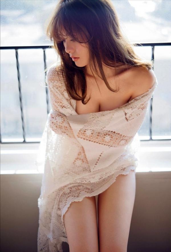【目の保養】人気女性芸能人の水着姿などセクシー画像100枚の066枚目