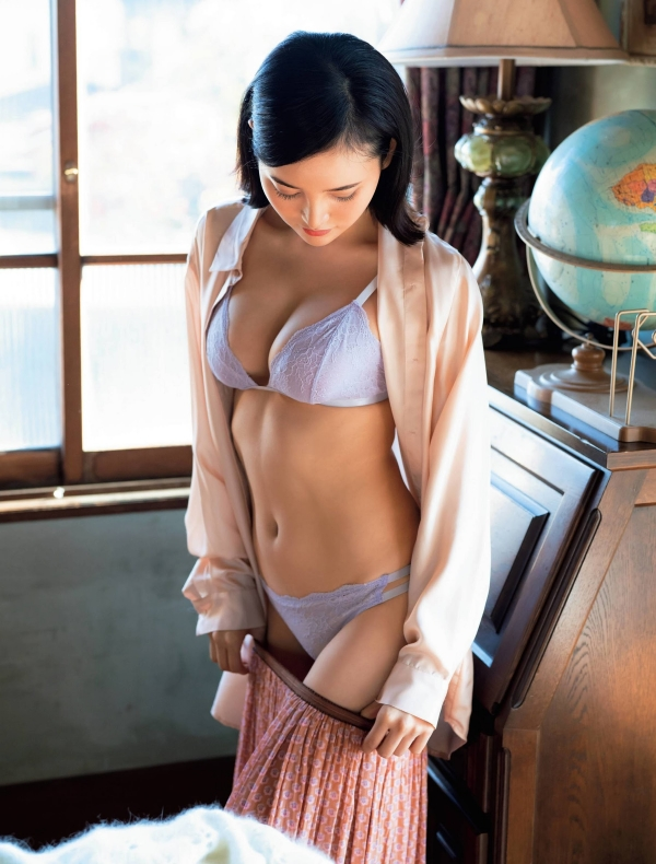 【目の保養】人気女性芸能人の水着姿などセクシー画像100枚の073枚目
