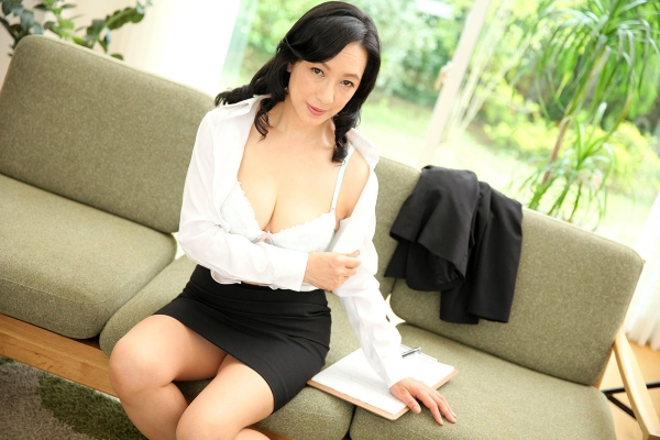 美熟女な生保レディ服部圭子53歳のセックス画像25枚の003枚目