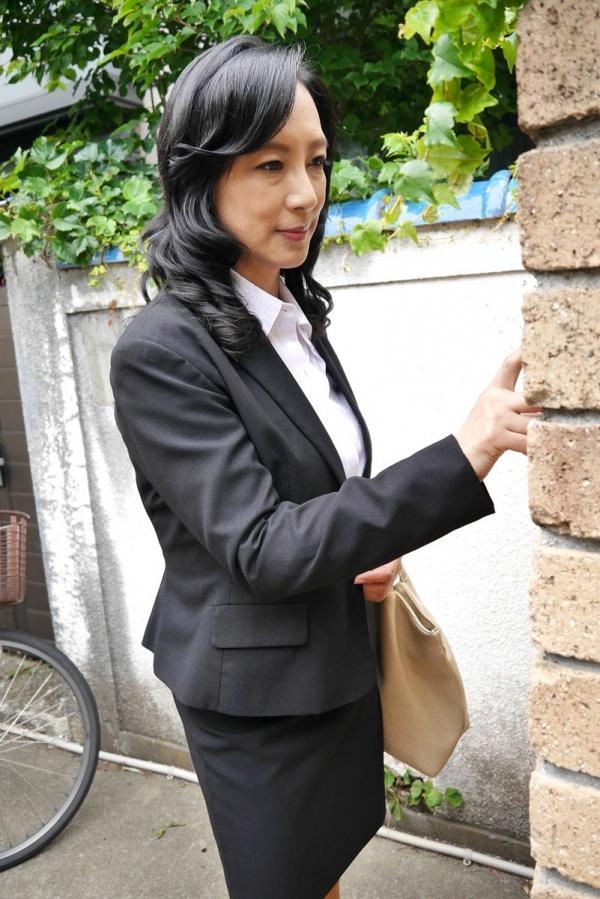 美熟女な生保レディ服部圭子53歳のセックス画像25枚の006枚目